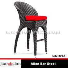Alien Bar Stool Kursi  Bar Rotan Sintetis